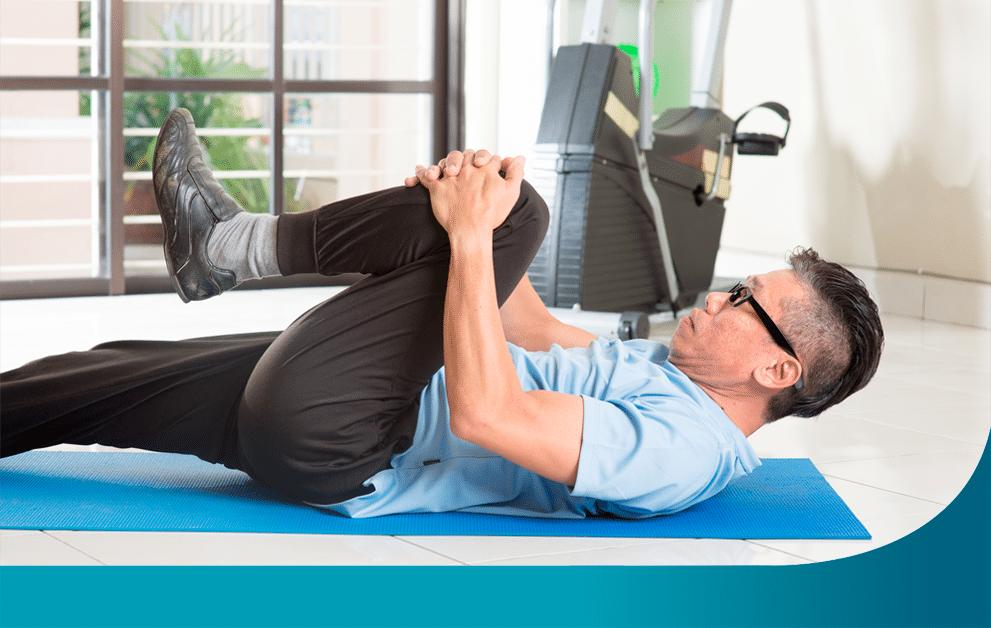 Alongamento ajuda a amenizar dores nas costas